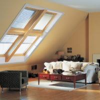 Какую роль играют мансардные окна в дизайне интерьера и в чем их особенности?